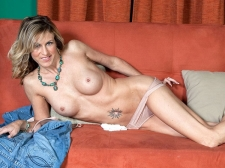 Gianna spreads up, just for u!